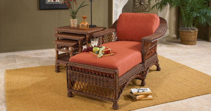 Bar Harbor Indoor Wicker Chaise Lounge in Coffee Finish